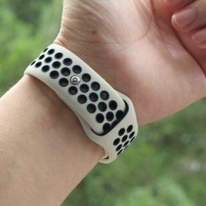 Rubberen sport bandje voor de Apple Watch Offwhite Zwart-005