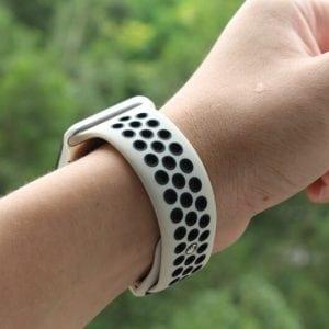 Rubberen sport bandje voor de Apple Watch Offwhite Zwart-006