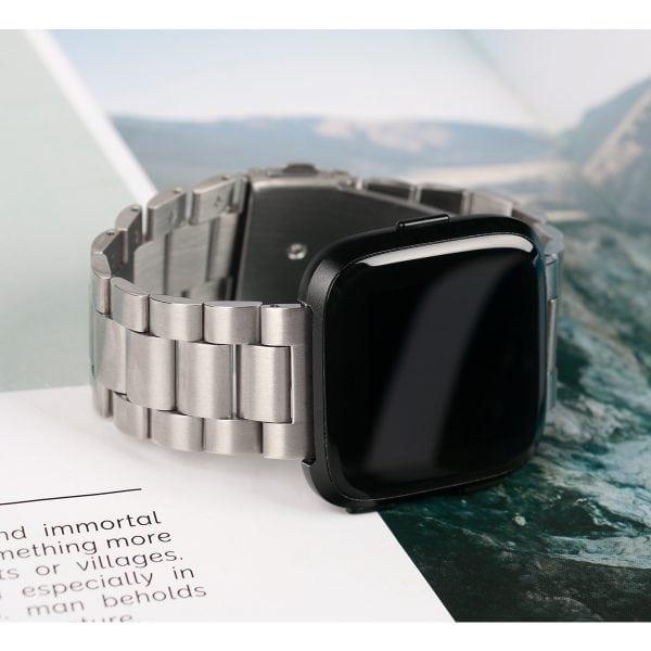 Fitbit Versa bandje RVS zilver kleurig_002