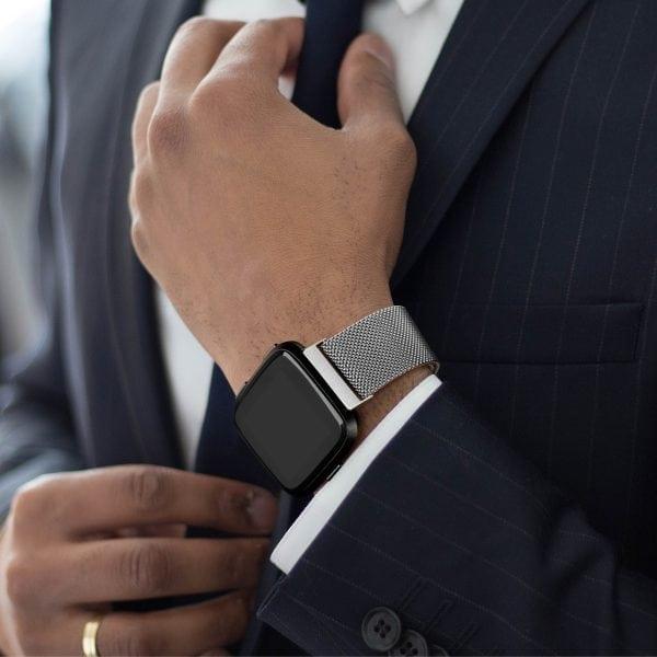 Fitbit Versa bandje milanese loop RVS zilver kleurig_002