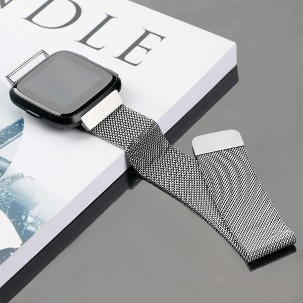 Fitbit Versa bandje milanese loop RVS zilver kleurig_005