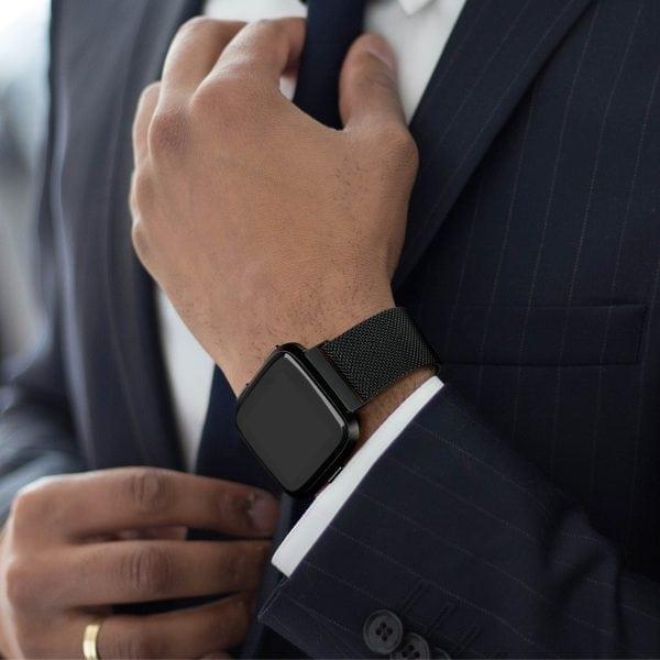 Fitbit Versa bandje milanese loop RVS zwart kleurig_002