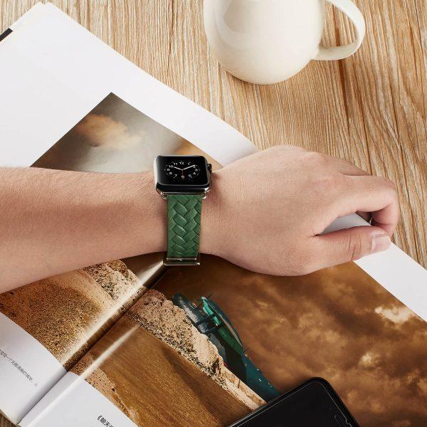 Apple-Watch-bandje-leer-groen-gevlochten-met-zilverkleurige-gesp-5.jpg