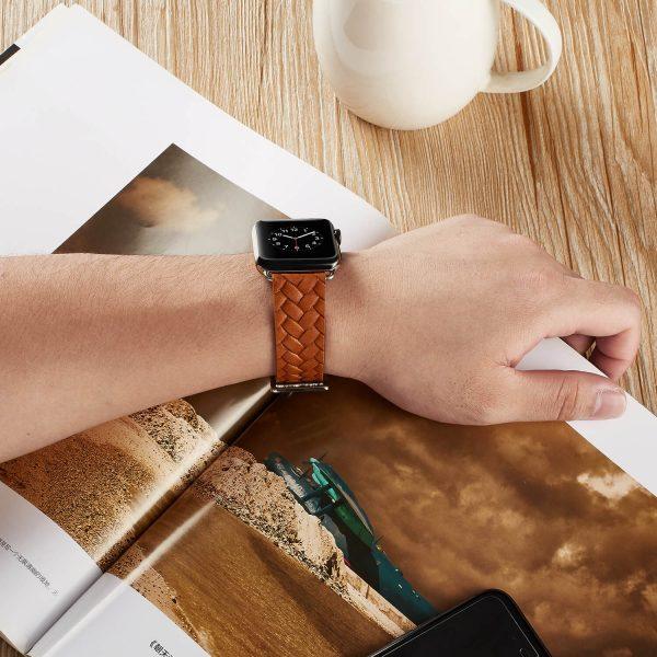 Apple-Watch-bandje-oranje-vleer-gevlochten-met-zilverkleurige-gesp-5.jpg