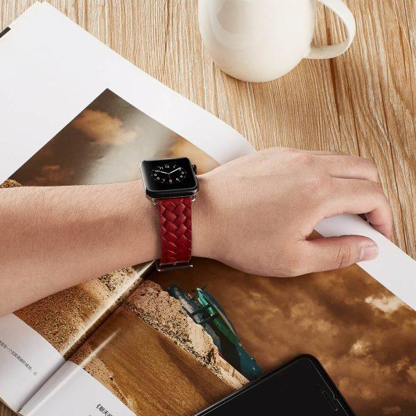 Apple-Watch-bandje-rood-vleer-gevlochten-met-zilverkleurige-gesp-5.jpg